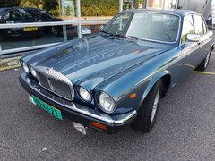 Daimler Double Six Serie III Vanden Plas.jpg