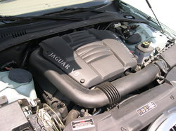 2001_Jaguar_S-Type_AJ-V8_engine.jpg
