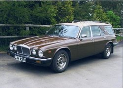 Daimler-estate.thumb.jpg.21b054e5a4d3bc9eb79178c79b568c36.jpg