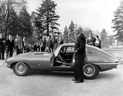 3_20210315_Sir_William_Lyons_standing_proud_with_an_E_type_Series_one_for_the_Press.jpg