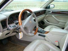Interieur van de XJ6 X300.